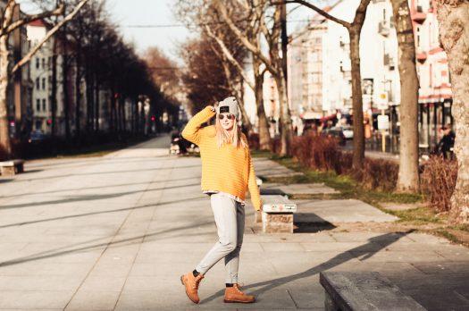 Outfit: zitronengelber Mohair Strickpullover mit frühlingshaftem Charme
